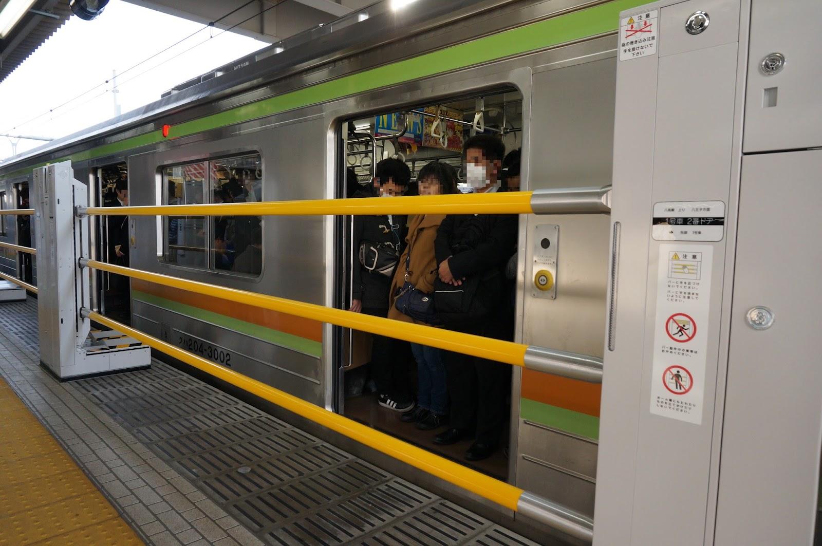 拝島駅昇降式ホーム柵 ドア閉め前