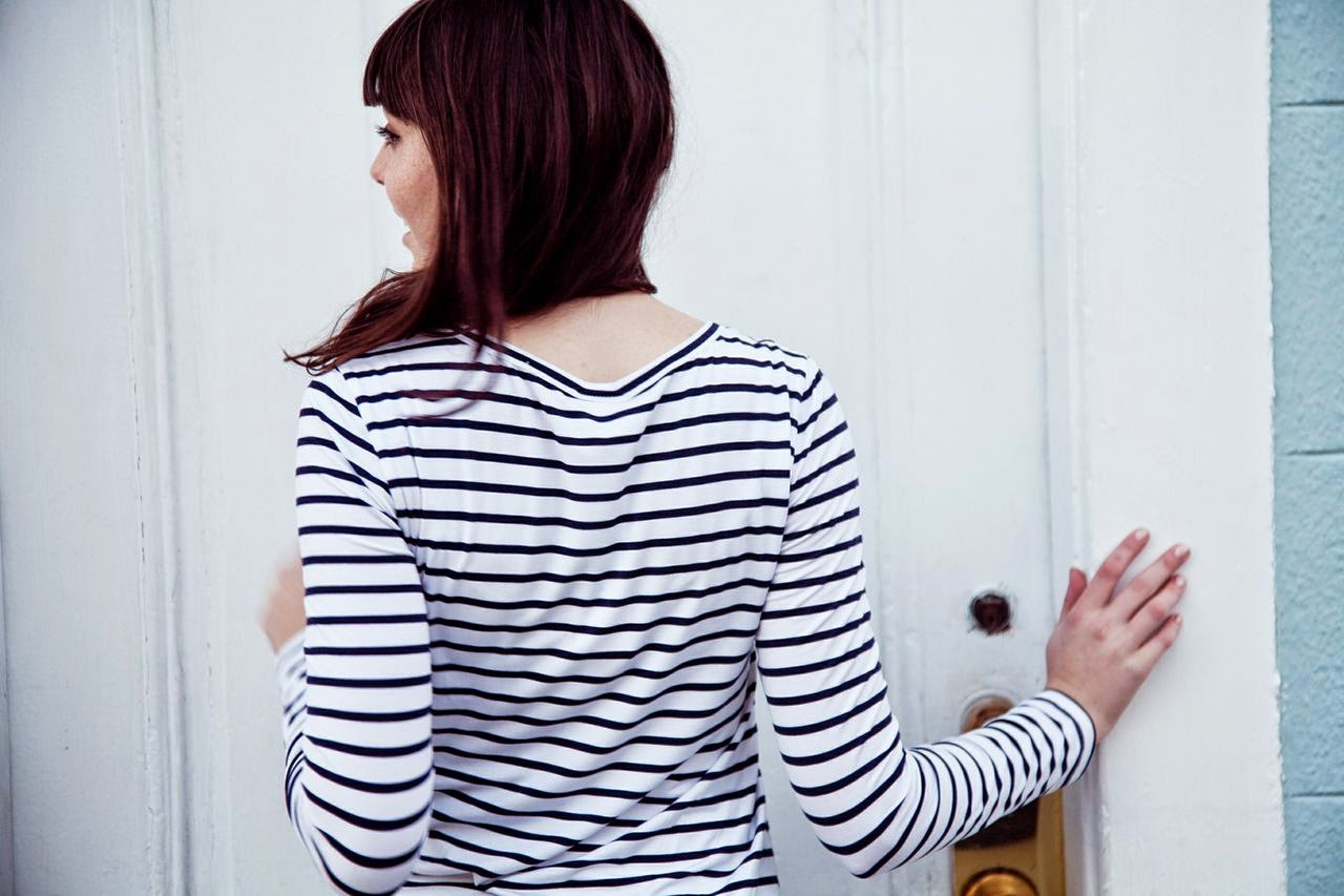 Navy, white, back view, popbasic, permanent line, stripe, striped shirt,