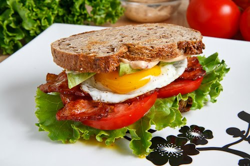 Avocado BLT with Fried Egg and Chipotle Mayo on Closet Cooking