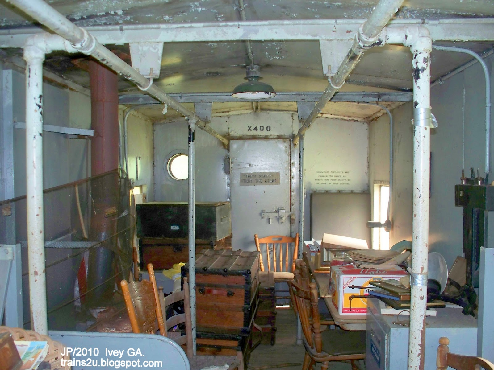 Railroad Caboose Interior http://railroadstrains.blogspot.com/2010/06/railroad-caboose-pictures-x-400-caboose.html