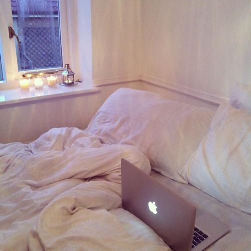 macbook bed