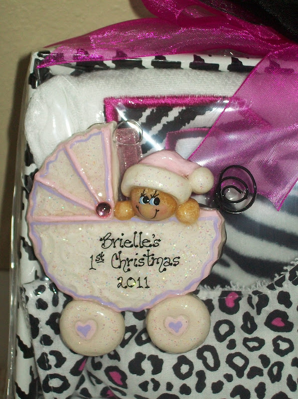 have attached several photos of different gift basket ideas: title=