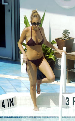luxury hotel pool, Nicole Richie, Actress, Miami, Miami Beach, Miami Beach hotels, Miami luxury Hotels, Travel in Miami, Travel to Miami luxury hotel, Travel to Miami tour