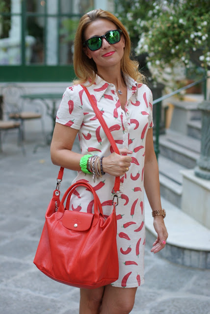 red hot chili peppers dress, summer outfit,  abito peperoncini, Oakley mirror sunglasses, Fashion and Cookies