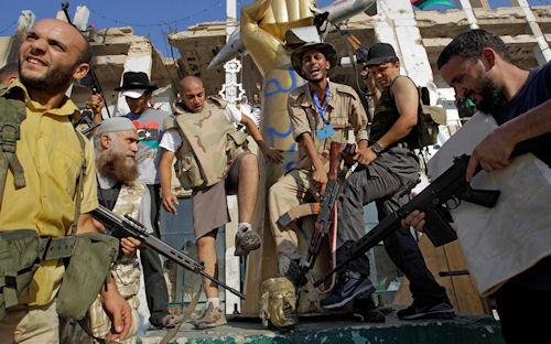 Rebeldes libios contra Muammar Qaddafi in Tripoli (Tormenta de Guerra)