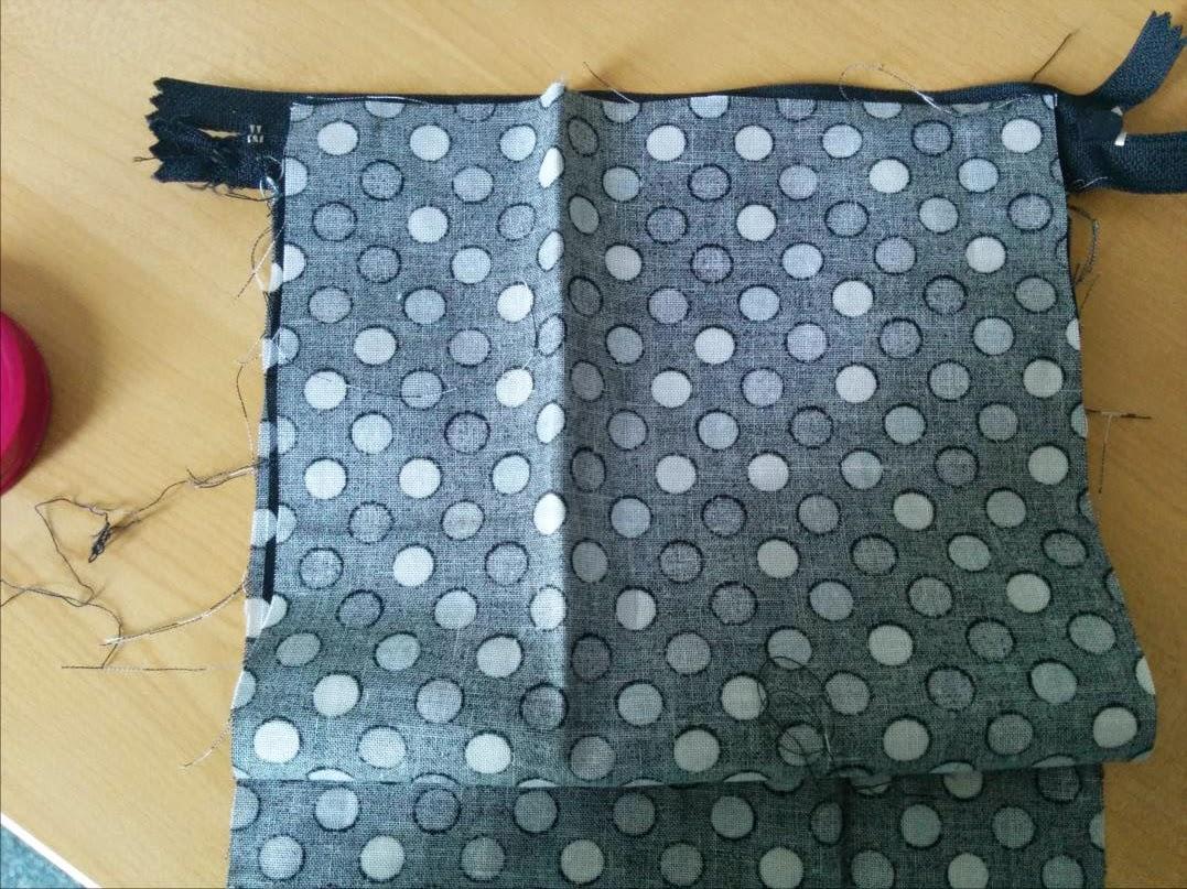Laisse luciefer les petits secrets couture le like tuto cabas paillettes zipp format - Tuto gigoteuse sans fermeture eclair ...