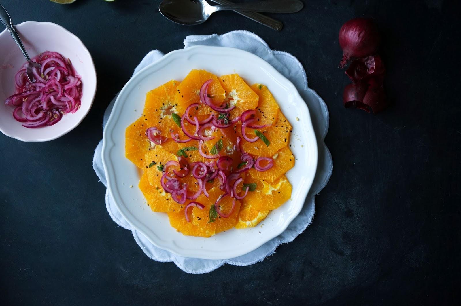 Appelsinsalat med marinerede løg