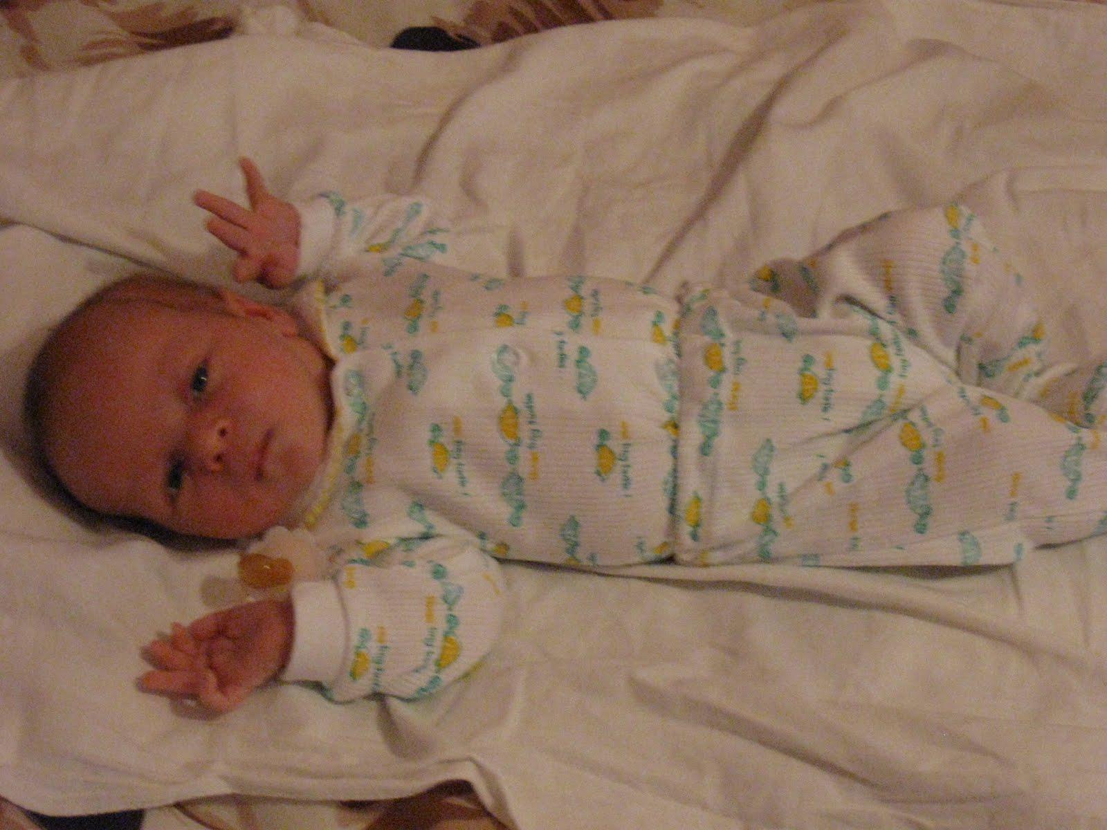 Домашние фото новорожденных детей в домашних условиях