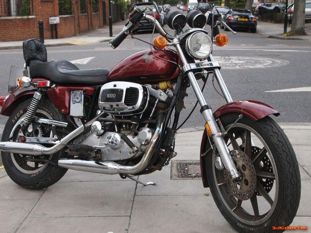http://2.bp.blogspot.com/-JcahKwM2Z4I/UHBOKhxV3PI/AAAAAAAAAJI/S4-3qTf9ZLI/s1600/Harley-Davidson-XL-1000-Wallpapers.jpg