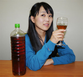 Minuman Keras Dari Fermentasi Kotoran Manusia. Berminat..??