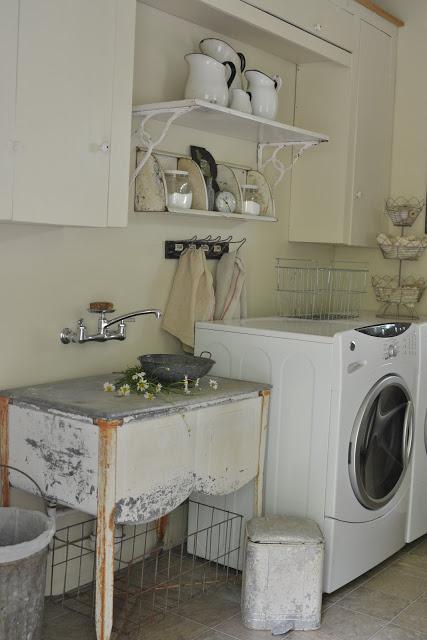 Laundry Room - druciane kosze, metalowe pojemniki