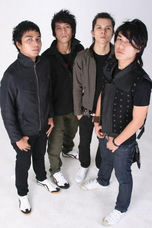 Download Lagu Armada Band - Mabuk Cinta Mp3 | Lirik Lagu Armada Band - Mabuk Cinta Lyrics
