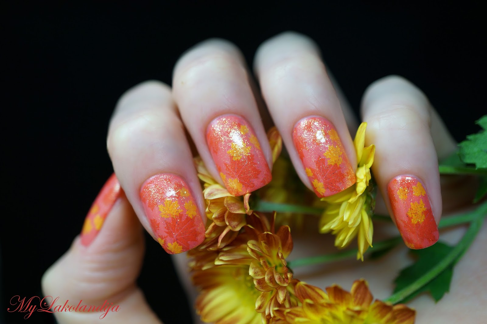 Рисунки на ногтях фото осенние листья