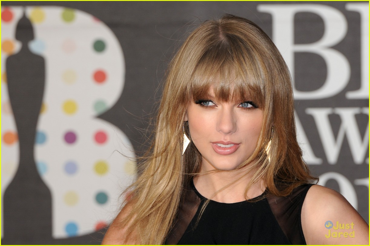 http://2.bp.blogspot.com/-JcqhWhvg-FA/USX4BiNDu_I/AAAAAAAAAcY/zwwd6eBo2kg/s1600/taylor-swift-brit-awards-03.jpg