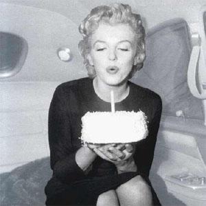 http://2.bp.blogspot.com/-Jcud1hxfbjc/TgSkC_-uJmI/AAAAAAAAAV0/0He8J0FxE5I/s1600/Marilin_happy_birthday_to_me.jpg