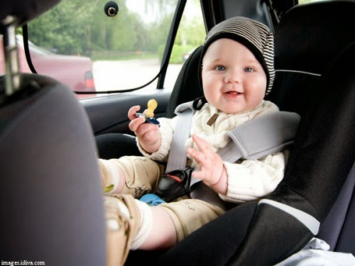 Une belle Image bébé en voiture