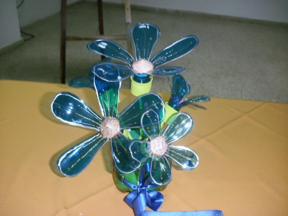 Manualidades con objetos reciclables imagui for Decoracion de espejo con material reciclable