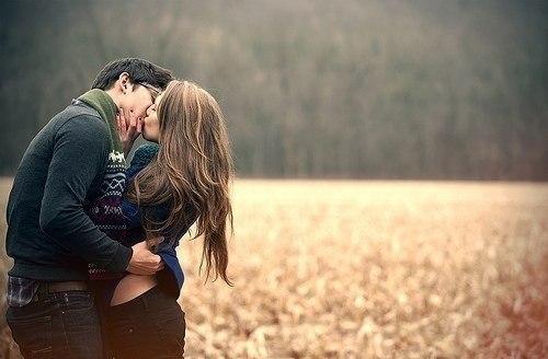 картинки парень с девушкой целуются