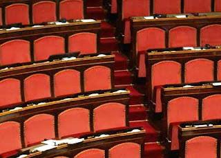Mentre il Paese è in crisi, i parlamentari vanno in vacanza.