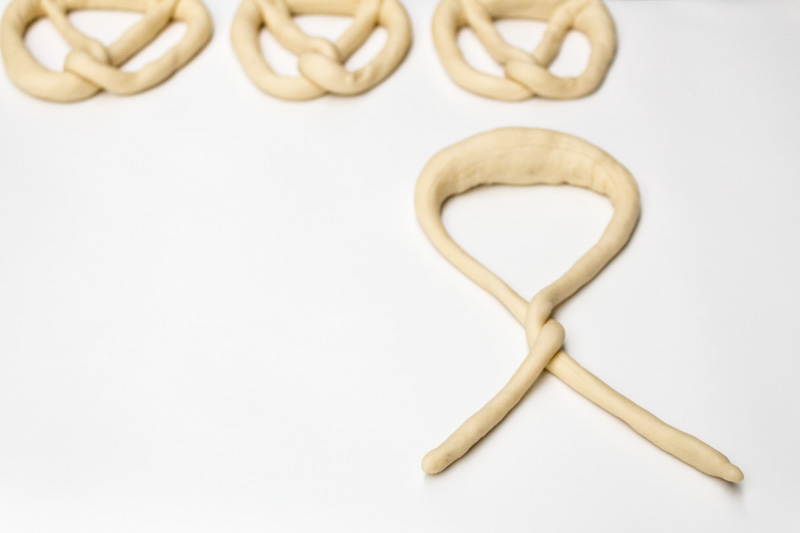 Pretzel knot tying | Svelte Salivations