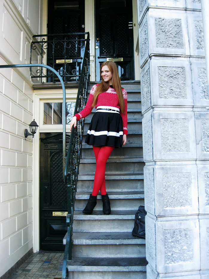 Christmas outfit sweater red tights amsterdam blogger style