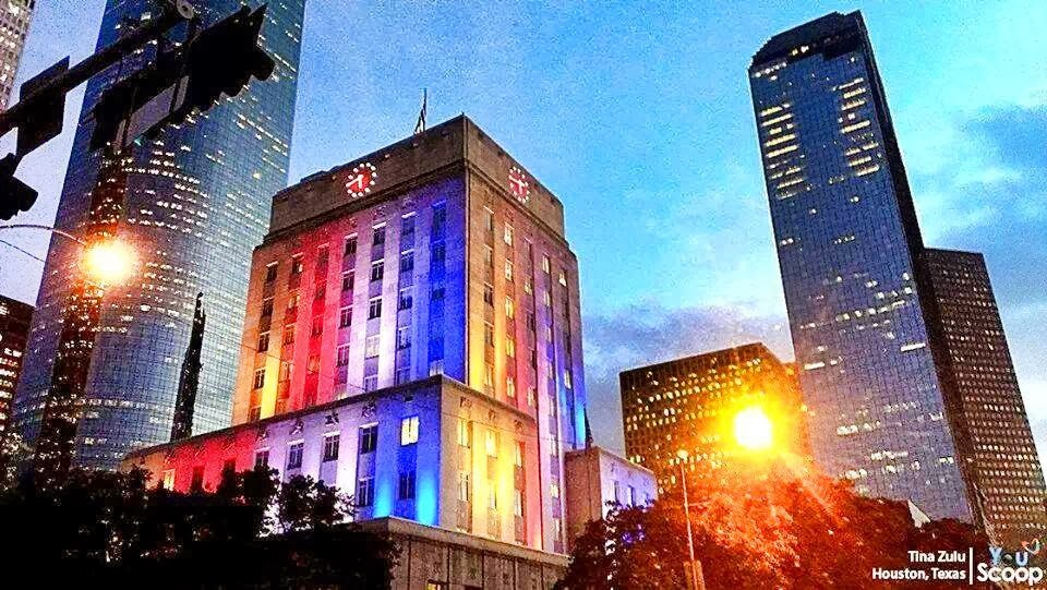 Empire State Building And Houston Texas City Hall Light Up With PH Flag  Colors For Yolanda Victims