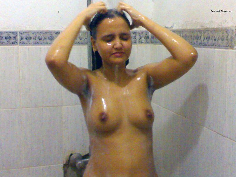 nude-taking-bath-indian-girls