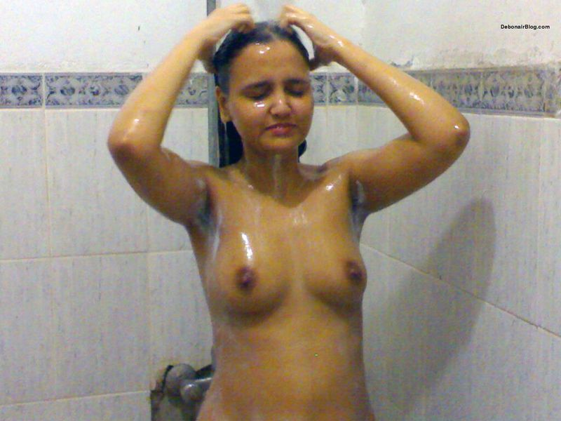 Hot bengali babes bathing nude hot photos