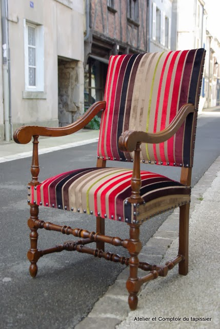 atelier et comptoir du tapissier fauteuil de style louis xiii. Black Bedroom Furniture Sets. Home Design Ideas