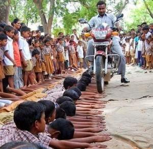 طريقة عقاب للطلاب بالهند لا تصدق  - india students punishment