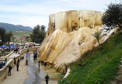 Cascata tremal Meskhoutine Hammam - Guelma - Argélia