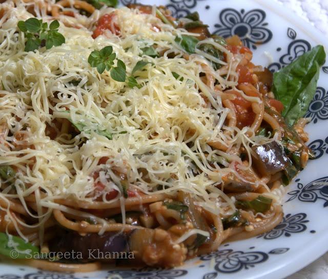Speghetti alla Norma | pasta with an eggplant sauce