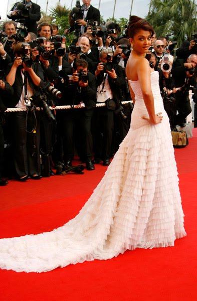 Aishwarya rai in wedding dress indian images from india for Aishwarya rai in her wedding dress