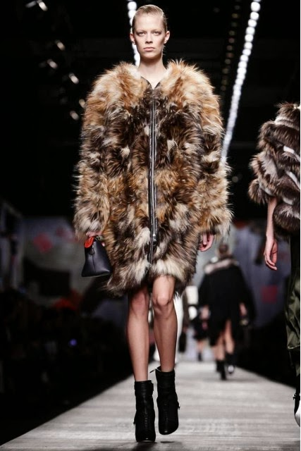 Fendi, Karl-Lagerfeld, Fendi-Fall-Winter, Chanel, Fall-Winter, Fendi-Fall-Winter, womenswear, pret-a-porter, pret-à-porter, mode, fashion, moda, mode-a-paris, milan-fashion-week, milano-fashion-week, london-fashion-week, mfw, mfw14, mfw2014, fashion-week, paris-fashion-week, pfw, cara-delevingne, automne-hiver, vetements-en-ligne, fendi-eyeglasses, moda-milano, fendi-scarf, womans-clothes, womens-wear, pret-a-porter-feminin, fendi-watch, creer-son-blog, du-dessin-aux-podiums, dessin-podiums