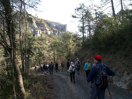 Avançant per la pista de Sant Bartomeu a les Granges d'Angelats