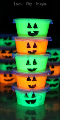 Glow in the dark slime pumpkin party favors kids will LOVE!  Bonus:  they are easy to make.  WIN