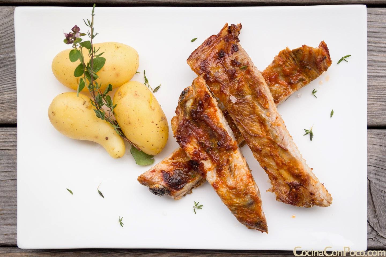 Costillas adobadas al horno con patatas