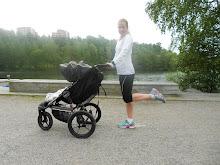 Springer med barnvagn