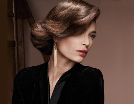 права коса - прическа с нисък кок и бретон на една страна