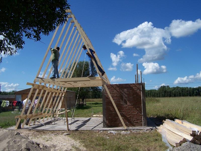 Cuando las paredes llega a altura del Lintel, empezamos armar la ( A )
