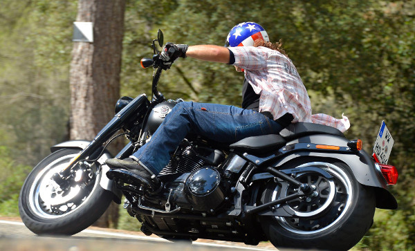 Harley Davidson Sportster Iron 883 and 1200 48 Test 2016