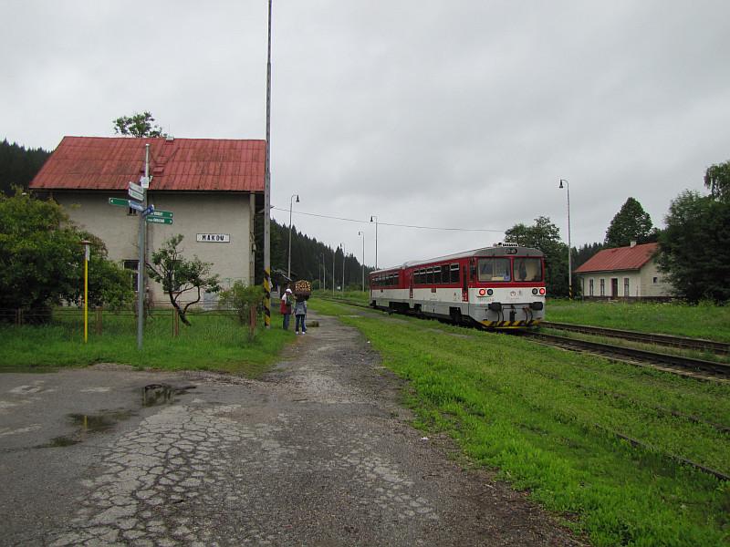 Przystanek kolejowy Makov.