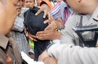 PASAL BERLAPIS SIAP MEMBAWA 'NENENG' ke PENJARA