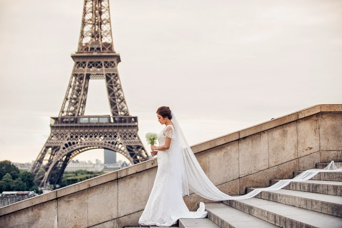 eiffel tower paris kiss bride