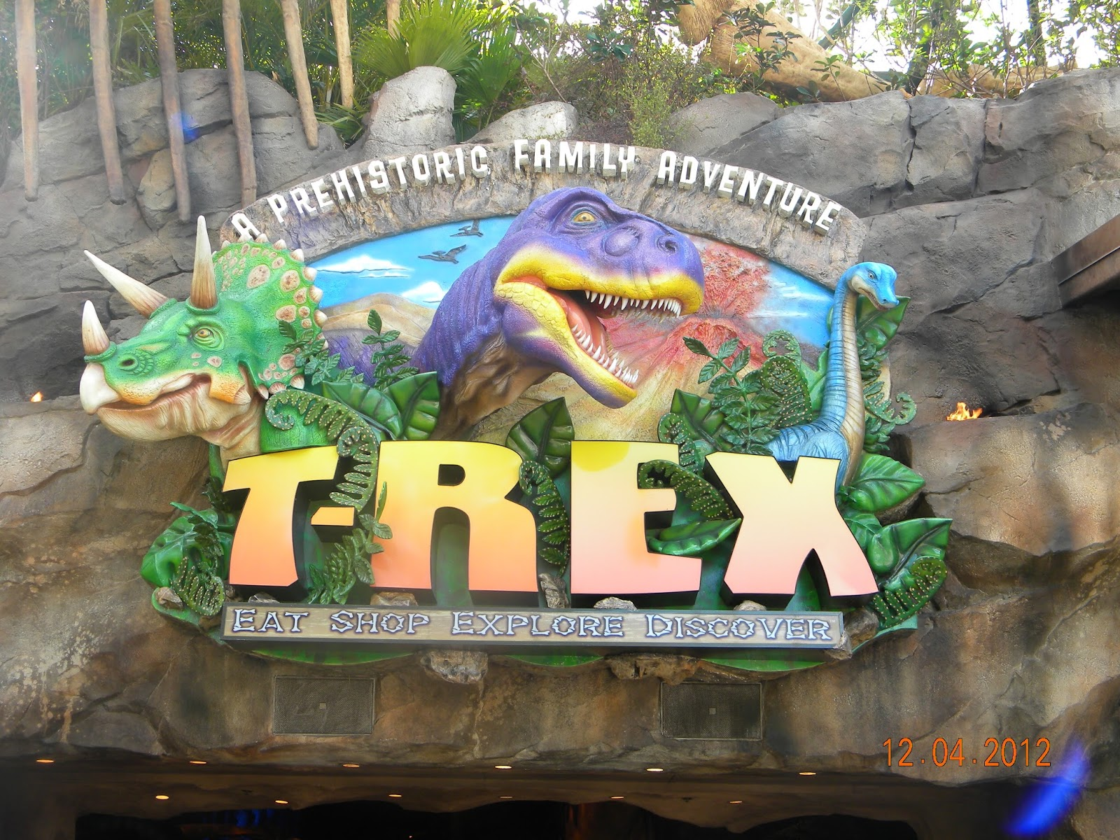 T rex dining review at walt disney world tips from the for Disney dining reservations t rex