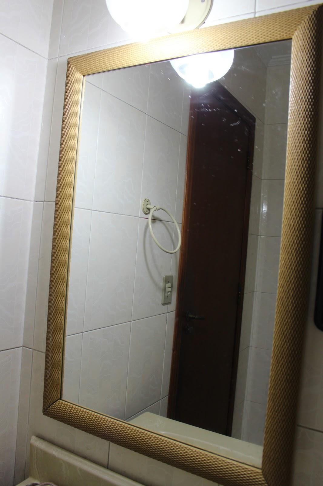 espelho ficou brilhando de tão limpo .( os pontinhos brancos acima  #887143 1066x1600 Banheiro Branco Como Limpar