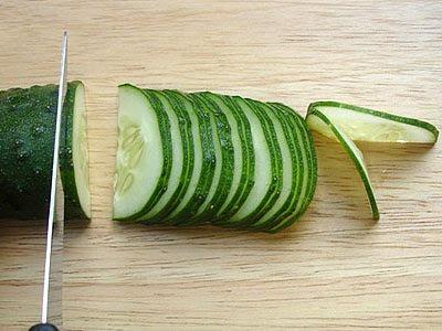 краставица на тънки двойни резенчета
