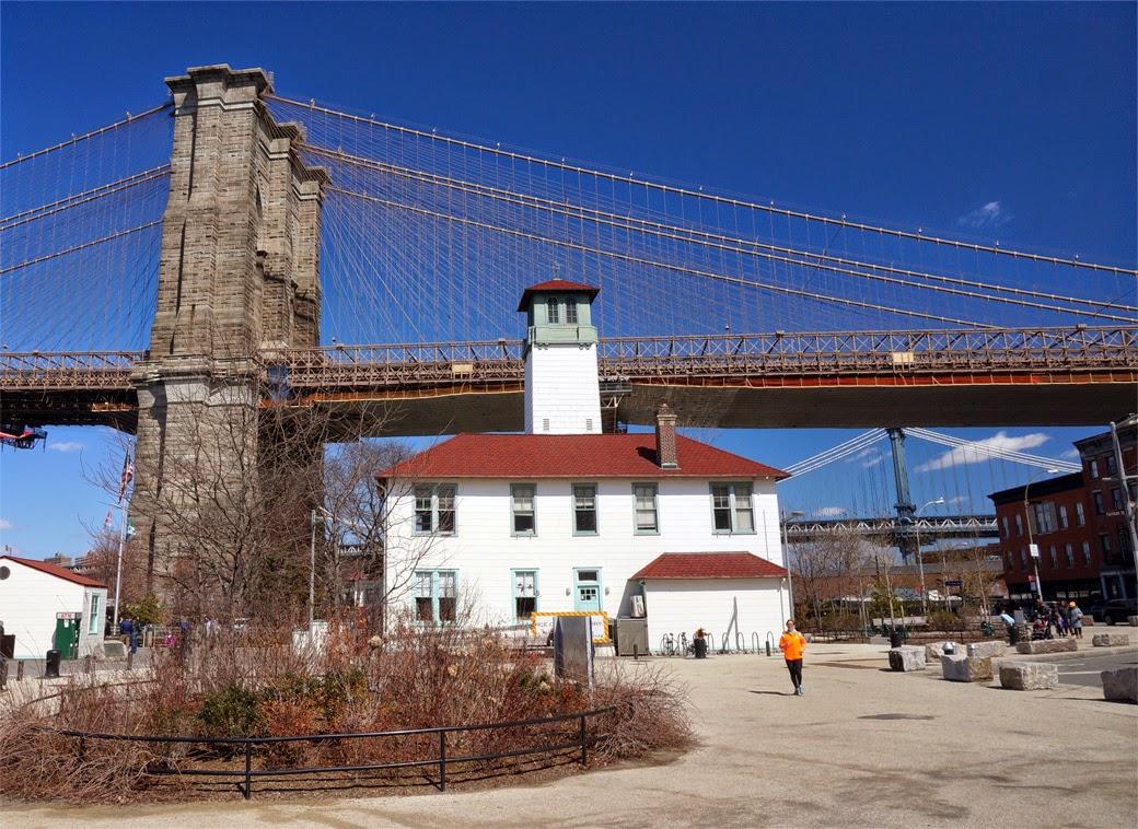 Fireboat House - Brooklyn Ice Cream Factory with Brooklyn Bridge behind