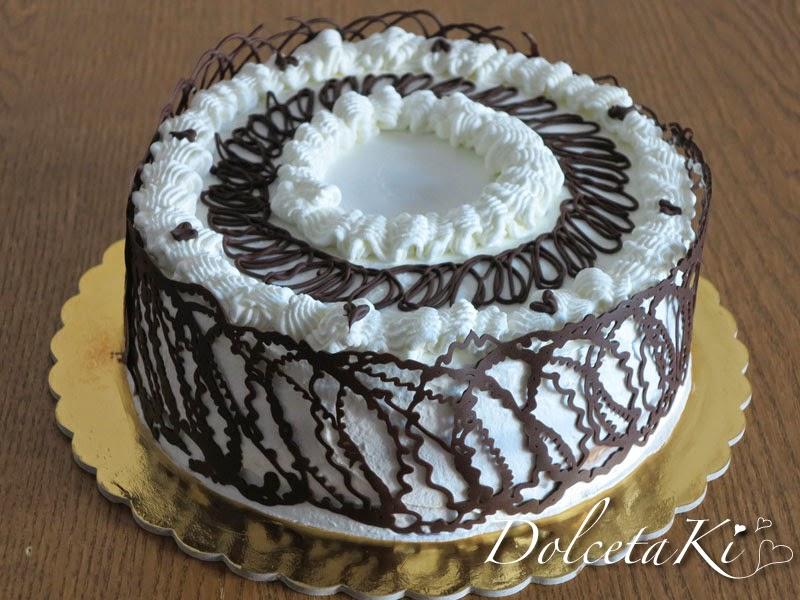torta panna decorata cioccolato