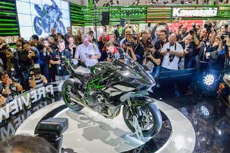gambar pameran motor Kawasaki Ninja H2